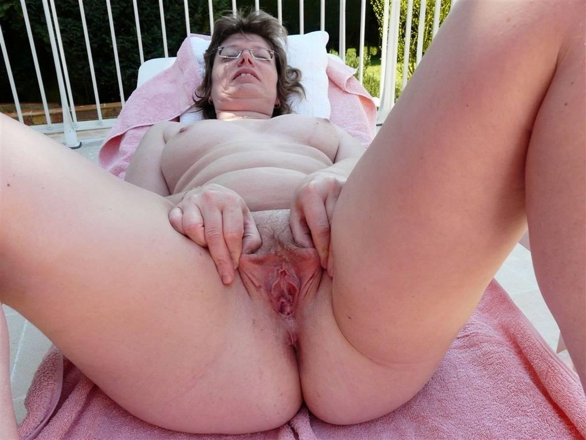 Jocelyne, 58 ans et toujours très gourmande de sexe et de caresses